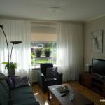 Lichte inbetweens in een mooi geheel met het behang en verfkleuren  op muur, plafond, kozijnen en deuren