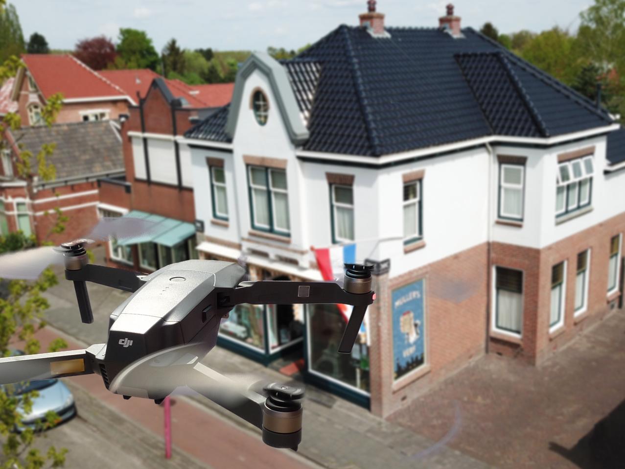 De professionele drone kan videos en fotos maken van panden